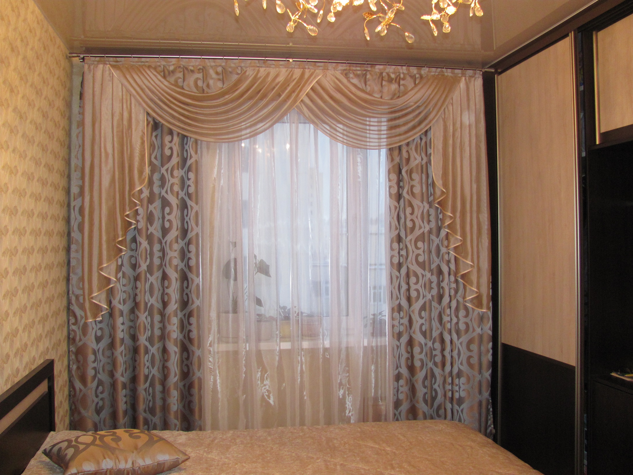 Ламбрекены в спальню: 15 фото идей 20